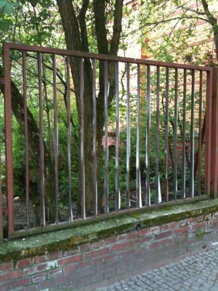 bergmannstrasse-nightmares-fence01