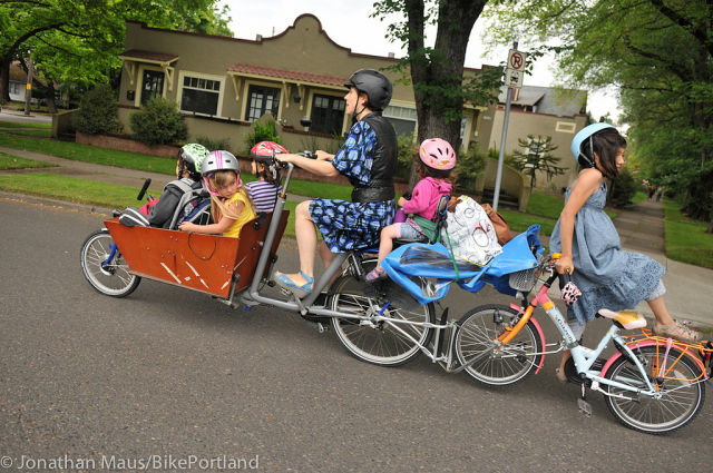 Portland Mom Bikes with 6 Kids
