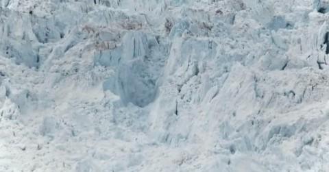 largest-iceberg-break-up02