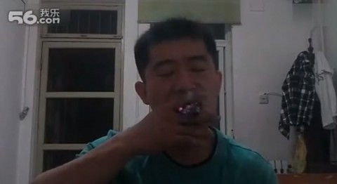 chinese-man-smoking-triks02