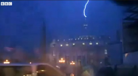 pope-resigns-lightning-strikes02