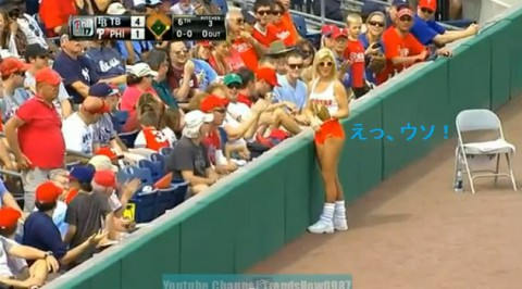 hooters-ballgirl-picks-up02