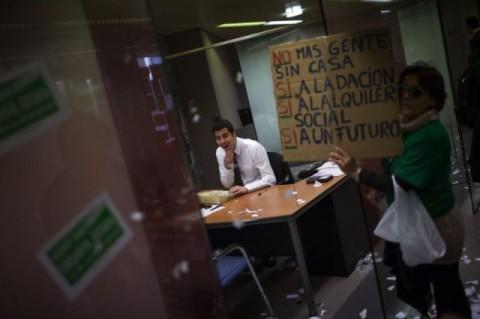 spanish-protesters-demo10