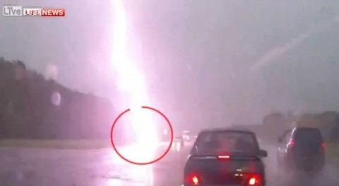 lightning-strikes-accident01