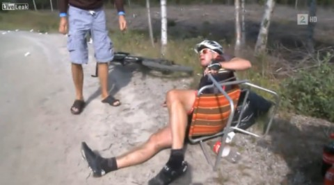 cyclist-gets-cramps02