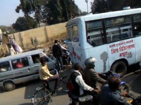 traffic-india02