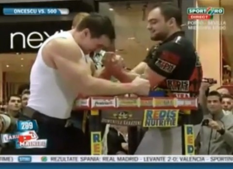 armwrestler-vs-bodybuilder02