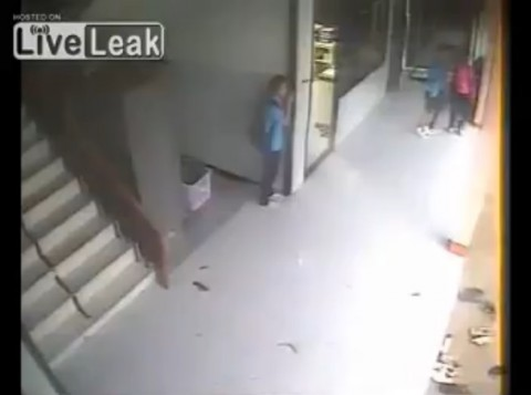 school-hit-by-tornado02