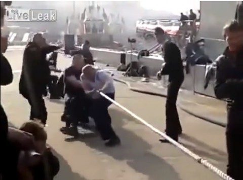 usa-vs-russia-rope pulling02