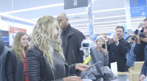 beyonce-at-tewksbury-walmart02