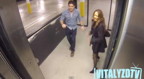elevator-hostage-prank02