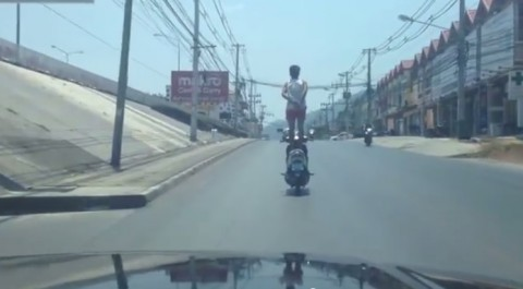 motorcycle-standing-man02