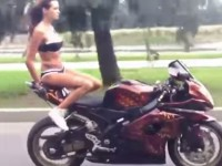 female-moterbike-stant-rider01