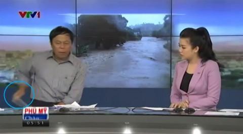 reporters-throw-phone02