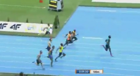 bolt-breaks-100m-indoor-record01