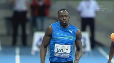 bolt-breaks-100m-indoor-record02