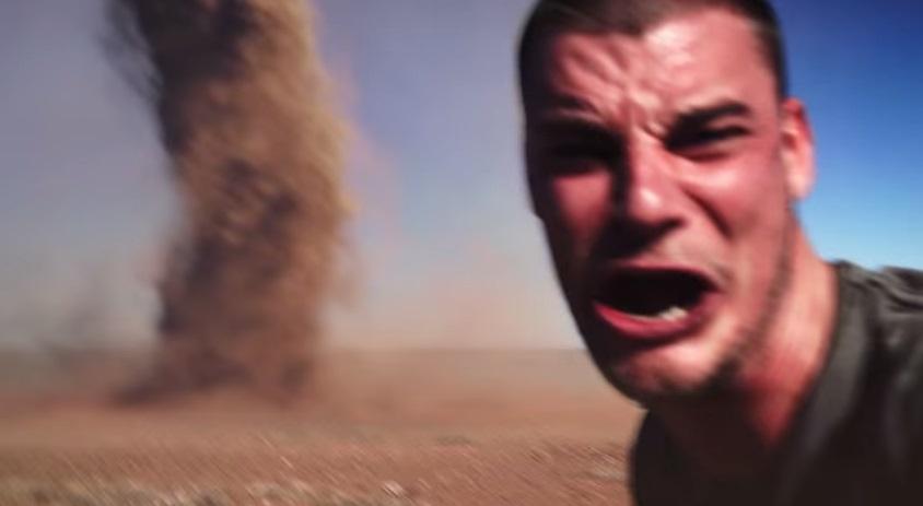 outback-tornado-take-selfie01
