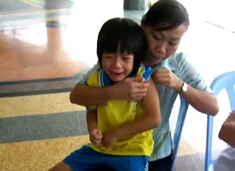 Thai-students-get-flu-shot02