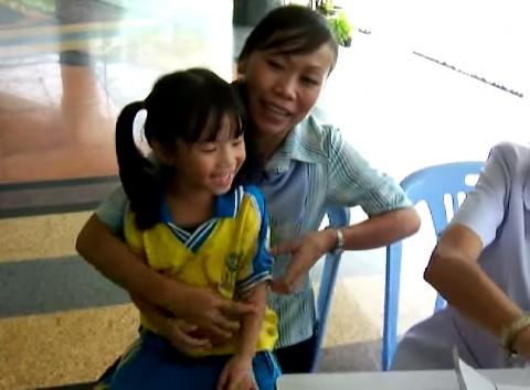 Thai-students-get-flu-shot03