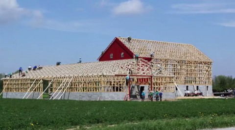 amish-barn-raising02