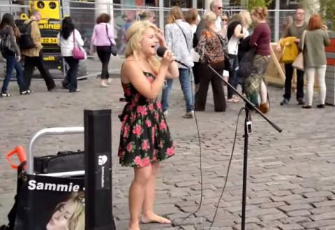 barefoot-street-performer01