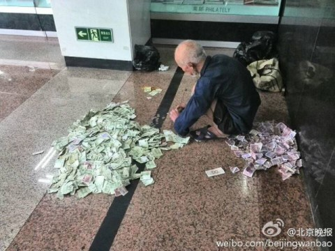 chinese-beggar-really-earns02