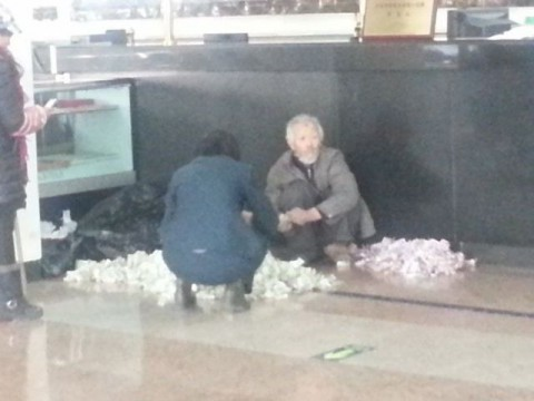 chinese-beggar-really-earns04