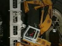 liebherr-excavator-climbs01