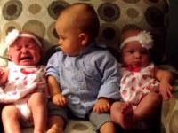 baby-meets-twins01