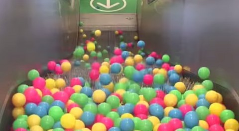 balls-on-escalator02
