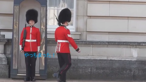 buckingham-palace-guard03