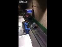 saudi-baggage-handlers01