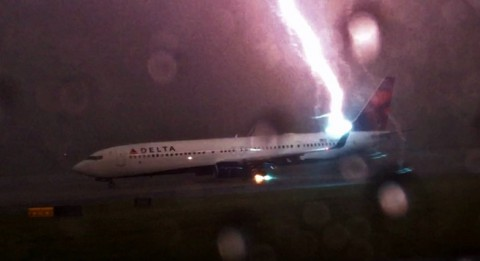 delta-lightning-strike02