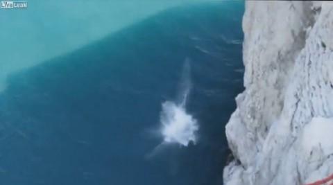 fatal-cliff-jump03