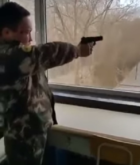 north-koreans-shoot-guns02