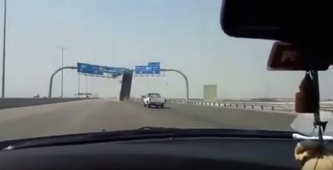 truck-vs-highway-sign02