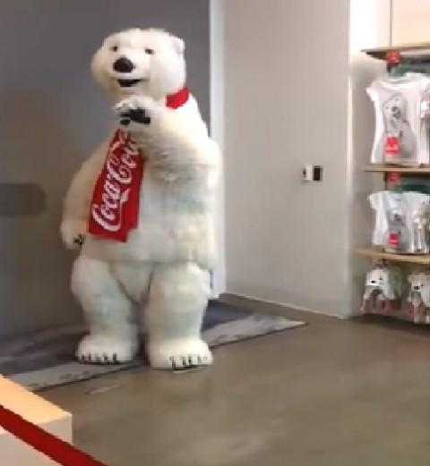 funny-coca-cola-mascot02