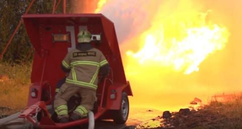 firehose-vs-flamethrower02