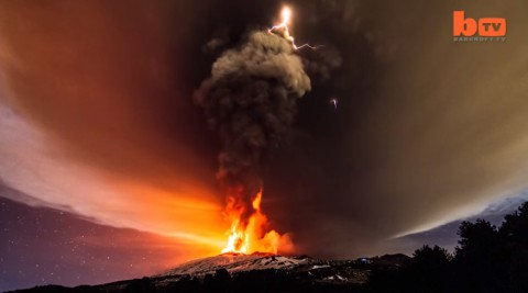 mount-etna-erupts03