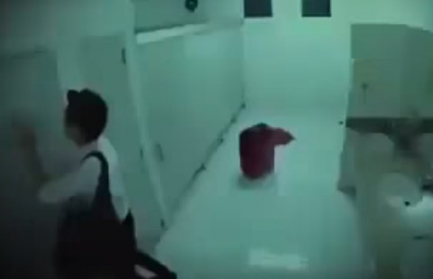 scary-toilet-ghost-prank01