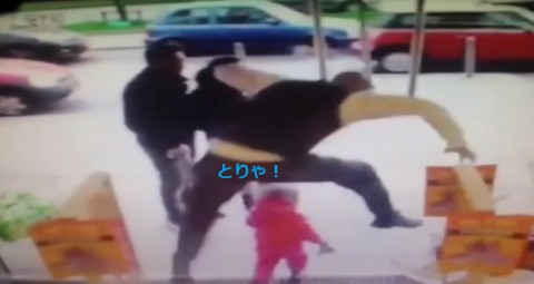 security-guard-dodges-toddler02