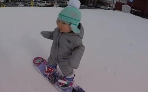 baby-snowboarder01