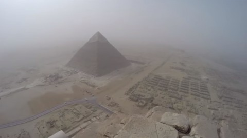 climbing-the-great-pyramid-of-giza03