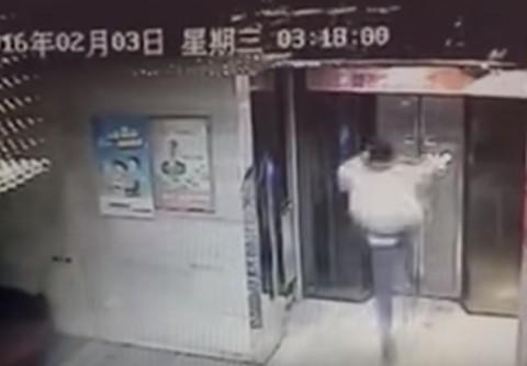 drunk-man-kick-elevator-door01