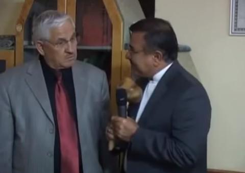 turkish-reporter-talking-to-mushroom01