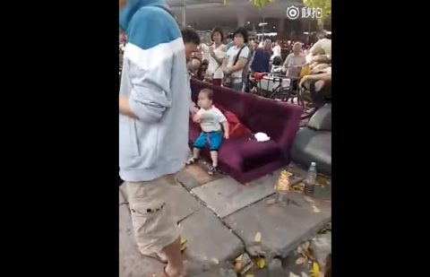 chinese-toddler-has-snapped03