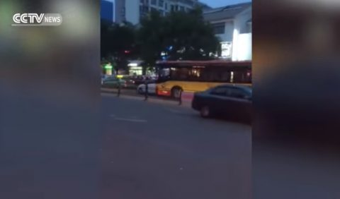 chinese-bus-driver-intentionally-hits-car02