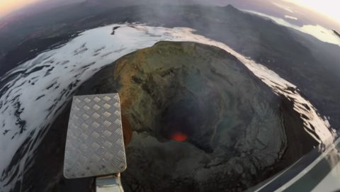 wingsuit-flight-over-an-active-volcano02
