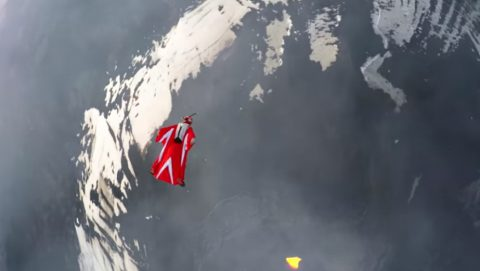 wingsuit-flight-over-an-active-volcano03