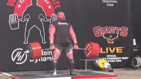 eddie-hall-500kg-deadlift-world-record02